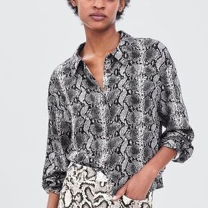 SNAKESKIN CROPPED BUTTON DOWN